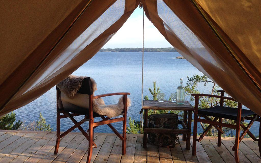 Lyxig tältning på ön Fejan
